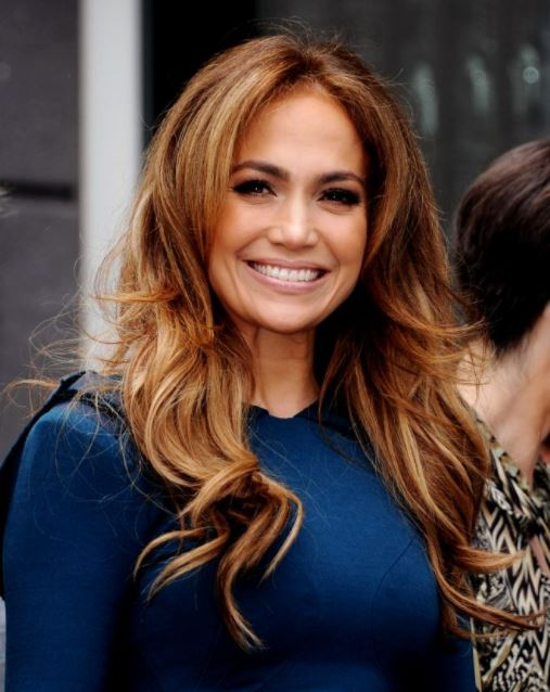 jennifer-lopez-blonde-highlights-on-brown-hair