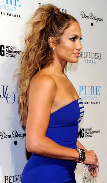 jennifer-lopez-half-up-half-sown-ponytail-easy-curly-hairstyles