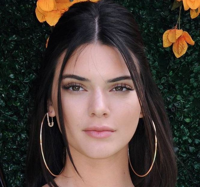 kendall-jenner- oblong face shape - eyebrow shaping - how to trim eyebrows