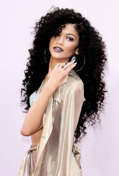 layered curly hairstyles haircut-long-hair-curls-zendaya