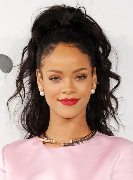 rihanna-curly-hairstyle-long-hair-simple-easy-styling