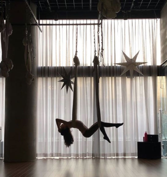 aerial-yoga-at-home-begginners-fitness-lifestyle