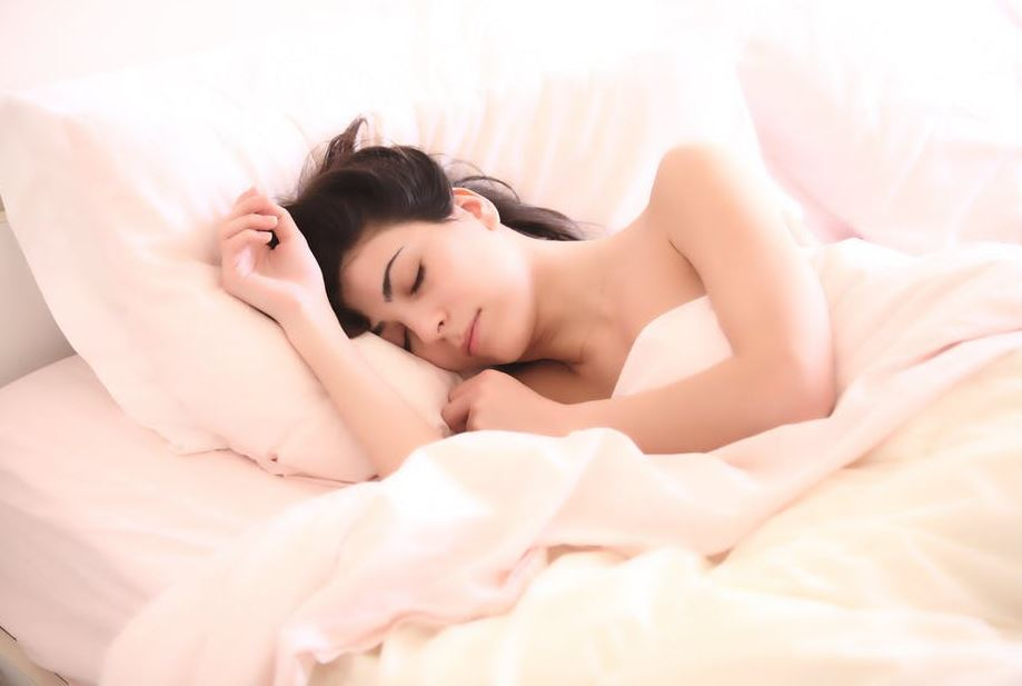 best-essential-oils-for-sleep-relaxing-soothing