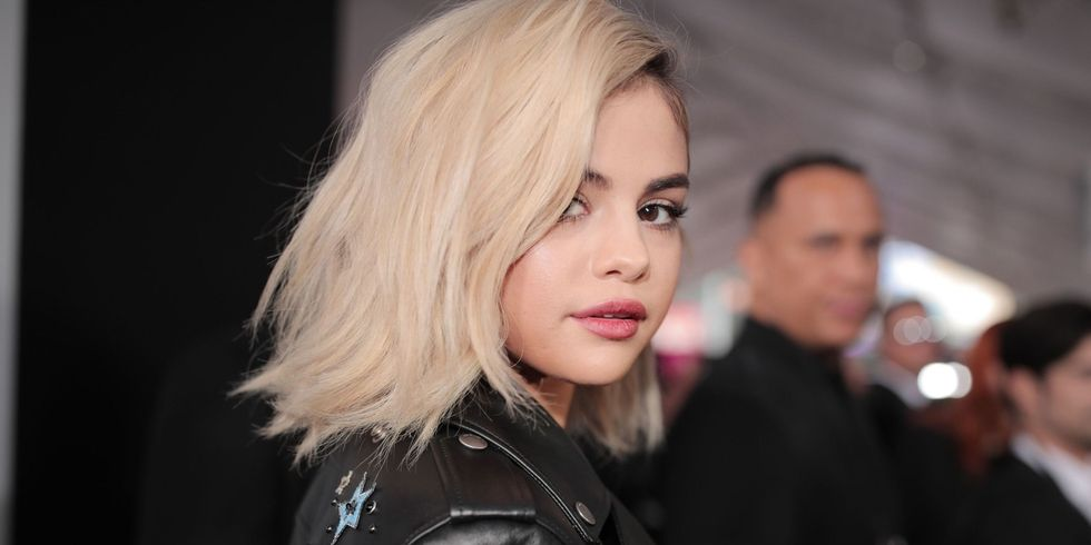 celeb-selena-makeup-trends-bold-brows-spring-summer-2018