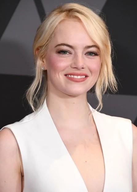 latest-makeup-styles-celeb-emma-stone-bold-blush-spring-summer-2018