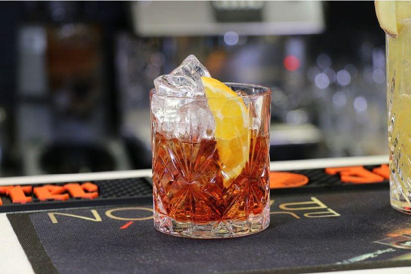 liquor-tea-flavors-alcohol-infusions-hot-toddy-whiskey-lemon-teas-drink