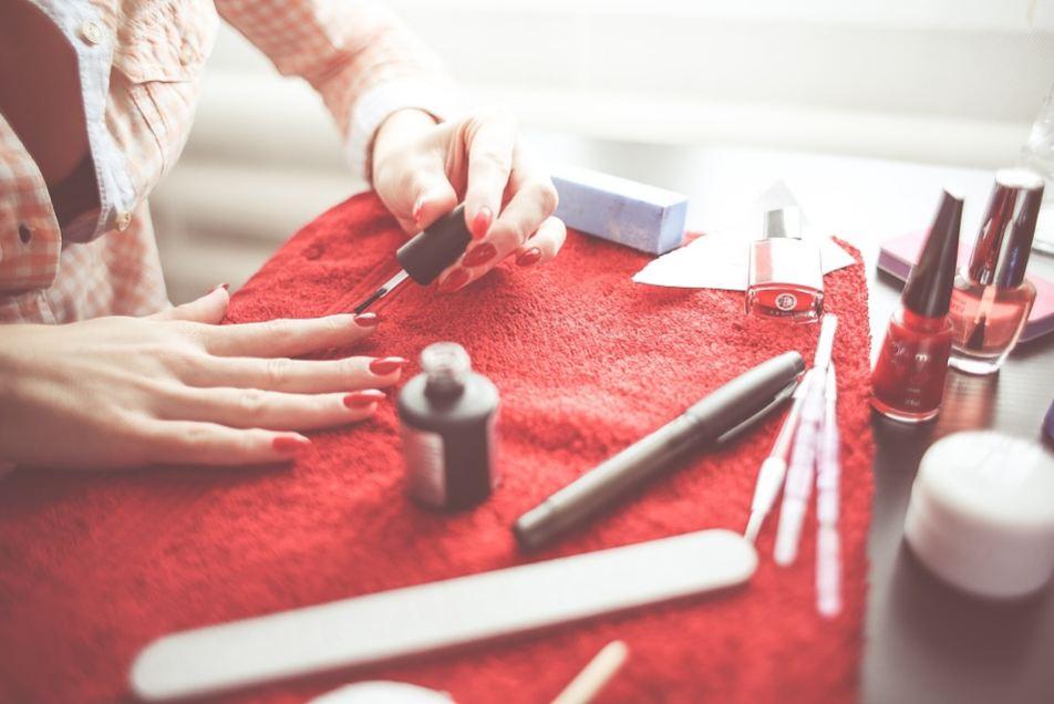 nail-care-grooming-spa-salon-at-home-manicure-pedicure-polish