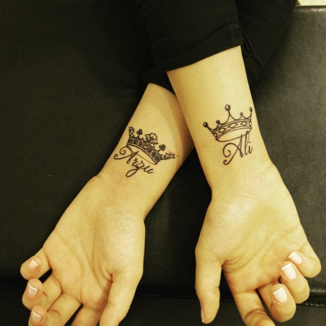 name-with-crown-couple-tattoos-latest-trends-husband-wife-wueen-king-tattoos