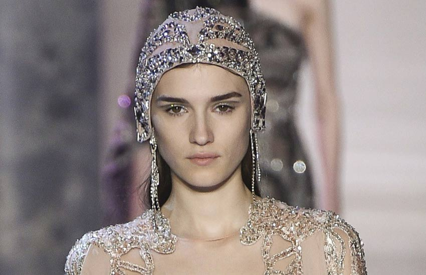 pfw-couture-fashion-week-2018-elie-saab-runway-beauty-looks-silver-glitter-eyeliner