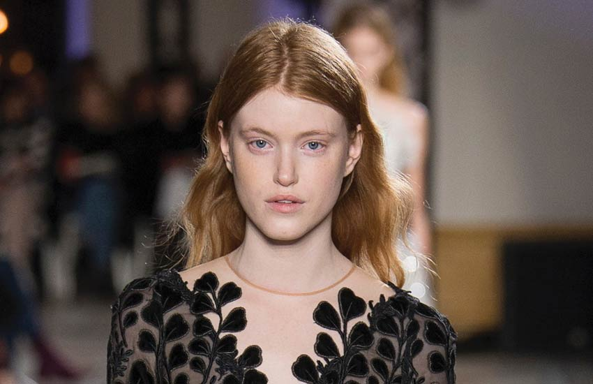 pfw-couture-fashion-week-2018-giambatista-valli-natural-makeup-hair