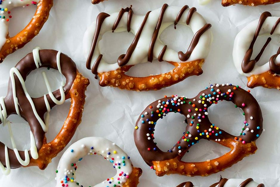 pretzels-chocolate-covered-snacks-toppings