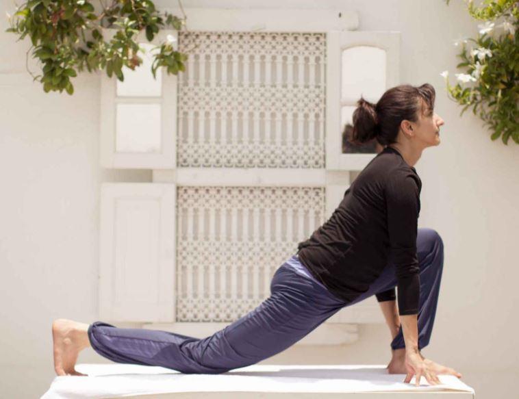 4-lunge-Equestrian-pose-sun-salutation-shakti-yoga