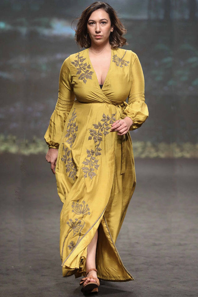 belted-gown-style-fashion-Rixi-and-Tinka-Bhatia-at-Lakme-Fashion-Week-Summer-Resort-2018