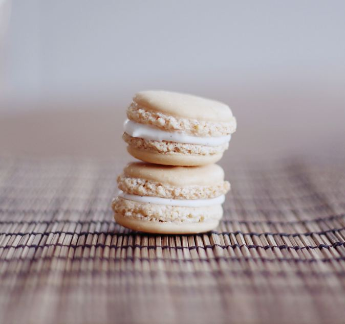best-gourmet-macarons-flavors-fillings (14)-coconut