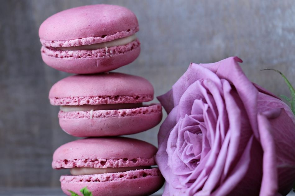 best-gourmet-macarons-flavors-fillings (20)-rose-lavender