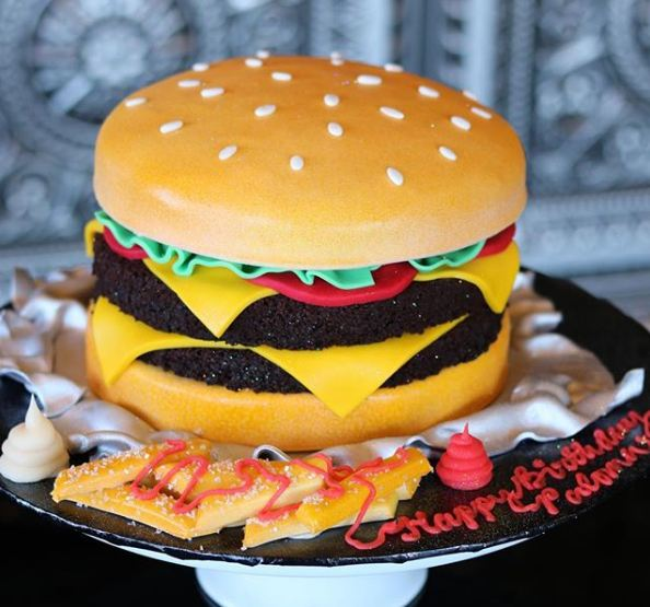creative-cake-trends-ideas-birthday-food-shaped-cakes-burgers