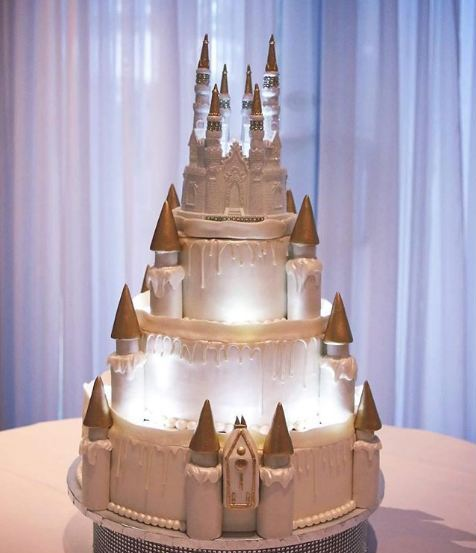 creative-light-up-castle-cake-birthdays-weddings-anniversaries