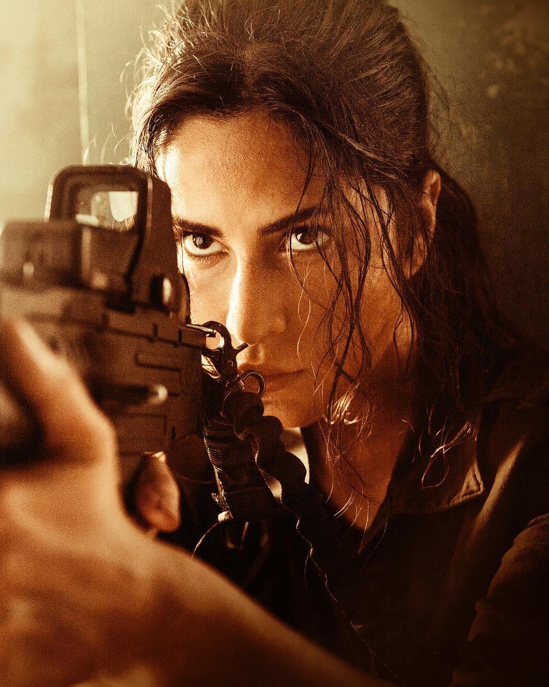 messy-hair-look-latest-trends-2018-katrina-kaif-best-bollywood-hairstyles-actress