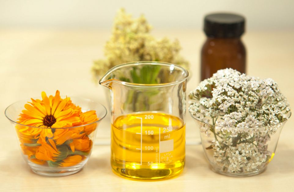 natural-healing-essential-oils-remedies-naturopathy-therapy