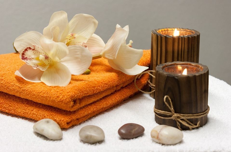 natural-healing-massage-therapy-herbs-essential-oils