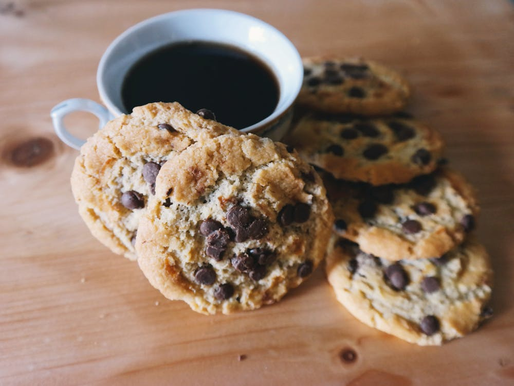 no-bake-cookies-coffe-accompany-chocolate-chip-dessert