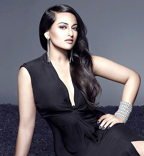 sonakshi-sinha-bollywood-hairstyles-for-women-trendy-naturally-straight-trend