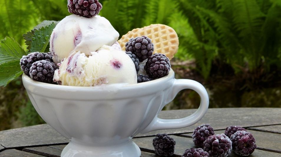 wine-infused-blackberry-sangria-ice-cream-sorbet-gelato
