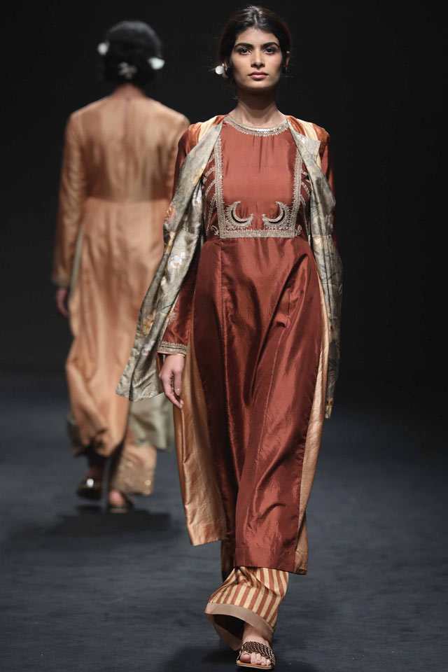 New indian designed dresses for seasonal festivals recommend to wear in on every day in 2019