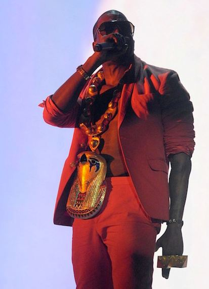 best-rapper-jewelry-celebs-kanye-west-egyptian-pharaoh-pendant-chain