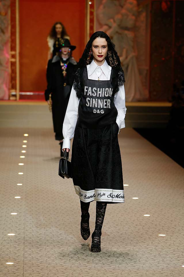 dolce-and-gabbana-fall-winter-2018-19-women-fashion-show-runway-fw18 (1)-text dress