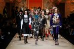 dolce-and-gabbana-fall-winter-2018-19-women-fashion-show-runway-fw18 (111)