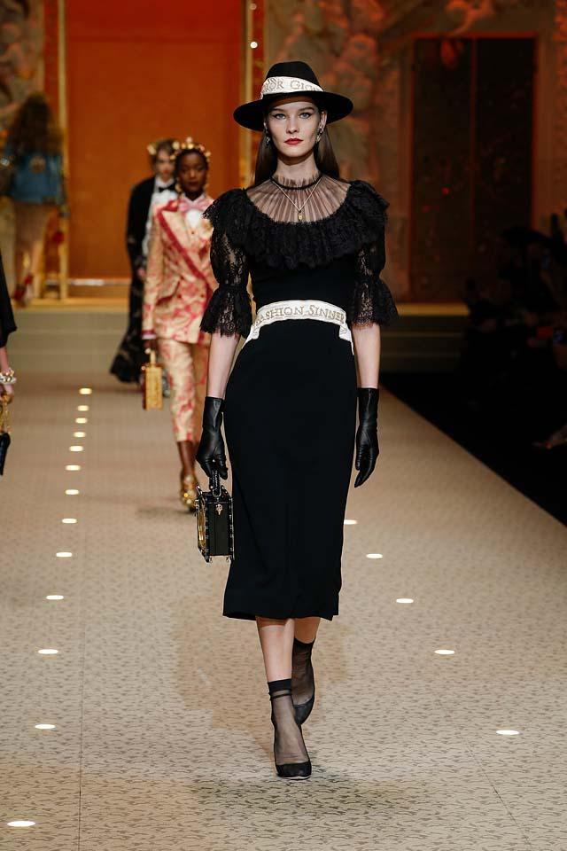 dolce-and-gabbana-fall-winter-2018-19-women-fashion-show-runway-fw18 (12)-sheer-dress