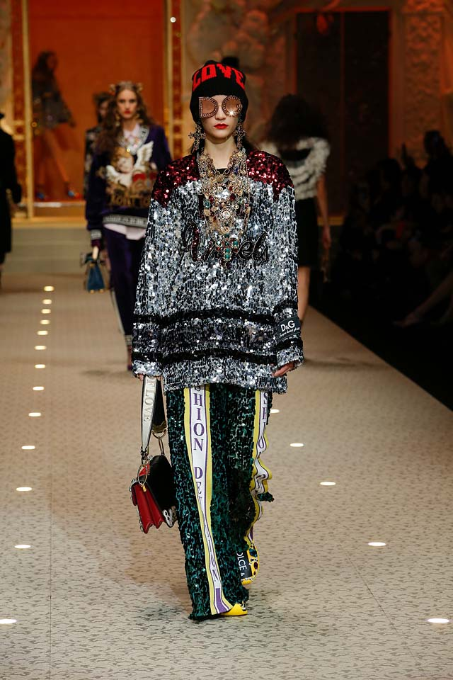 dolce-and-gabbana-fall-winter-2018-19-women-fashion-show-runway-fw18 (5)-loose-trousers