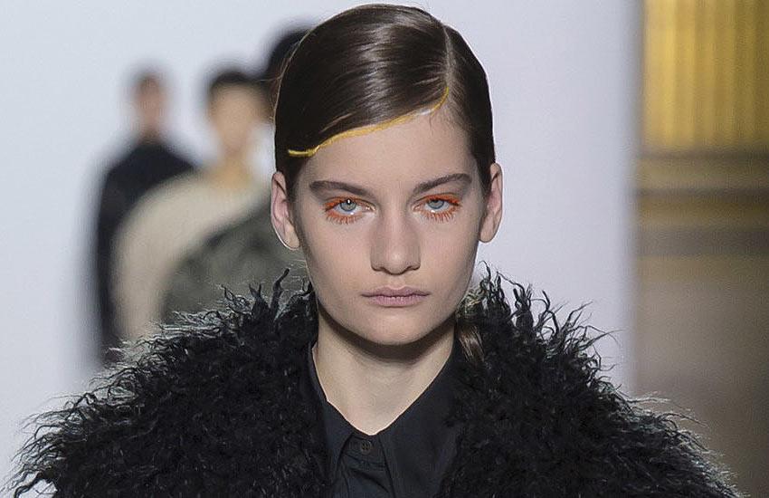 dries-van-noten-fall-winter-2018-runway-unique-makeup-colorful-mascara