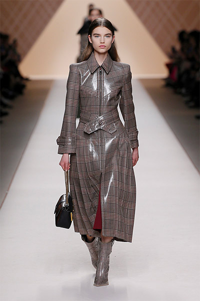fendi-fall-winter-2018-collection-fw18 (1)-patent-leather-coat
