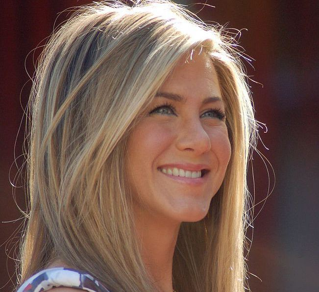 jennifer-aniston-women-of-the-90s-actresses-over-40s
