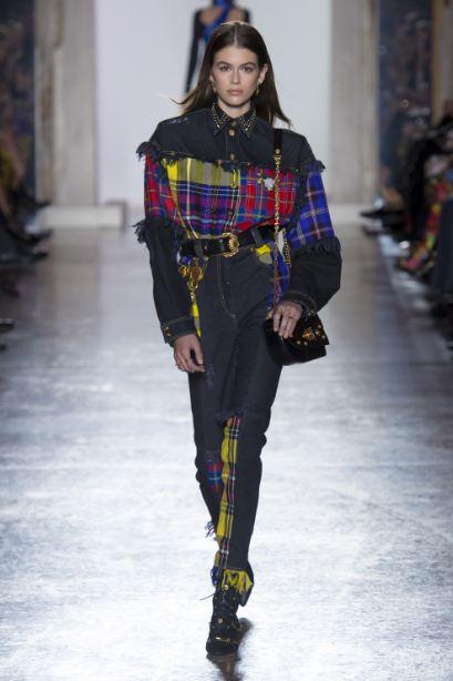 latest-cool-jeans-styles-trends (21)-kaia-gerber-plaid-patchwork-denim