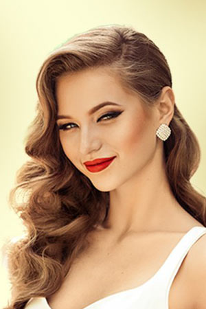 latest-makeup-trends-ideas-lips-red-lipstick-bold-summer-2018 (1)