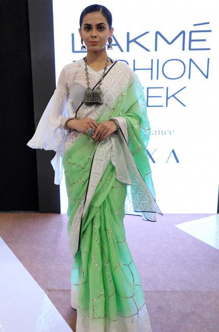 latest-saree-designs-trends-indian-designer-Anju-Narain–at-Lakme-Fashion-Week-Summer-Resort-2018
