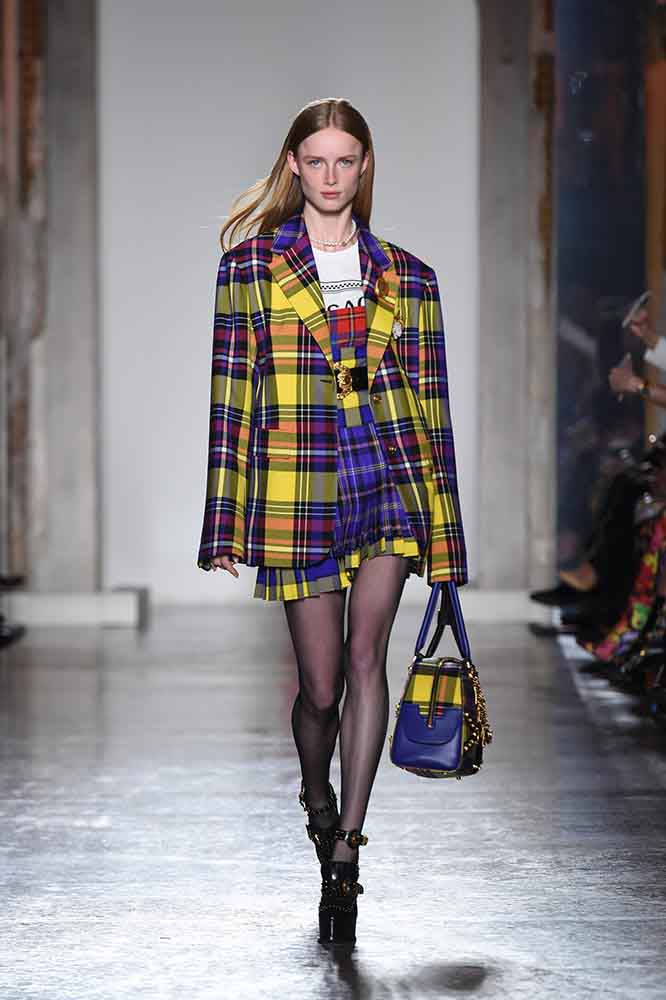 versace-fall-2018-fw-18-collection (6)-checked-blazer