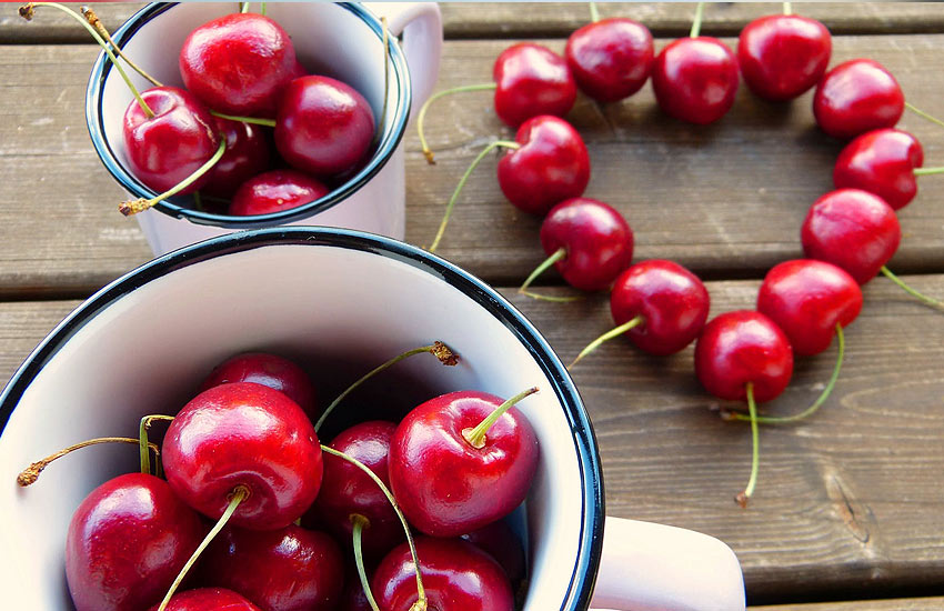 cherry-small-round-berries-list-of-berries-health-benefits