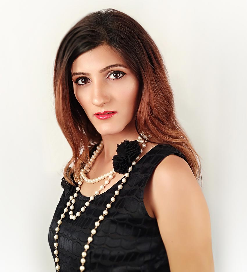 How to Accessorize a Black Dress for a Formal Event fashion-style-blogger-shilpa-ahuja-beautiful-look-picture-day-