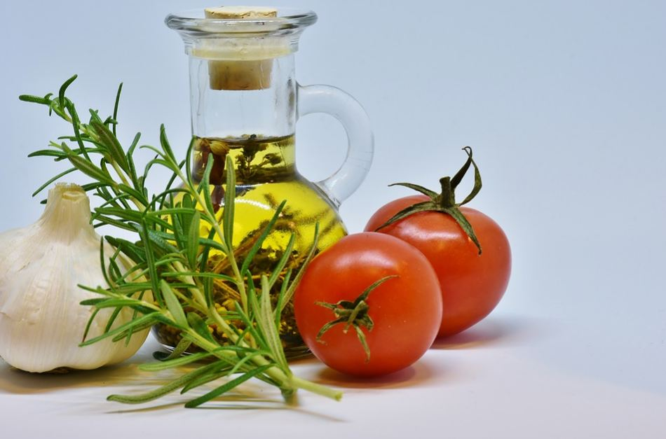 italian-cuisine-food-cooking-herbs-oils-ingredients-recipes