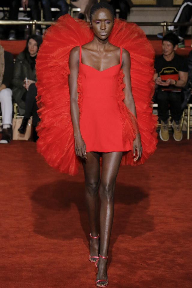 latest-fall-winter-2018-trend-setting-fashions-red-christian-siriano-3d