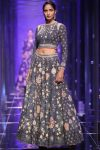 latest-lehenga-designs-trends-indian-designer-tarun-tahiliani-fall-winter-2018