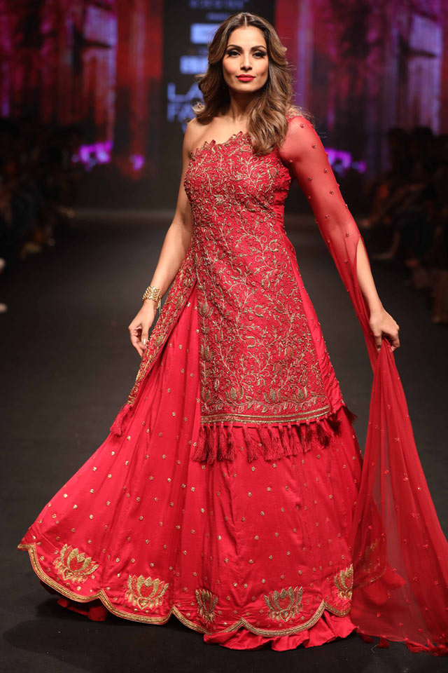 latest-lehenga-trends-designs-fashion-indian-designer-reshma-kunhi-aifw18