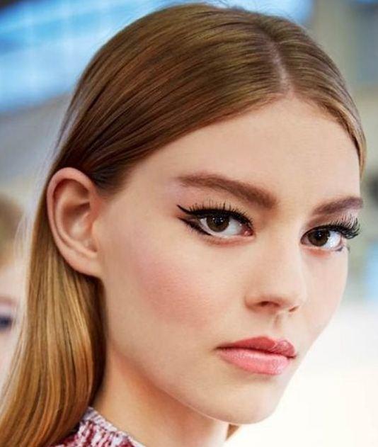 makeup-downturned-eyes-shape-chart (3)-double-winged-eyeliner