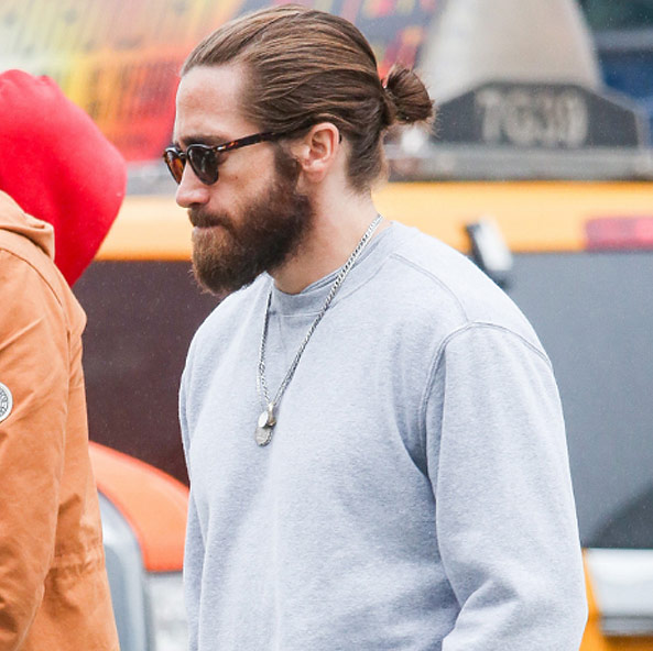 male-actors-with-long-hair-celebs-hollywood (14)-jake-gyllenhal