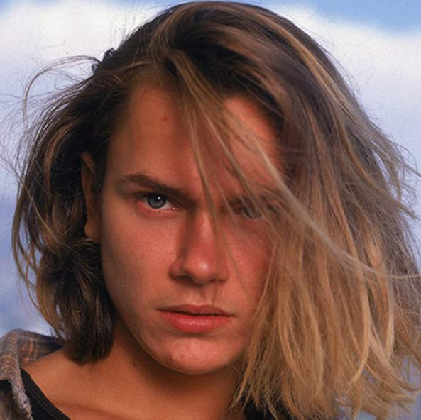 male-actors-with-long-hair-celebs-hollywood (18)-river-phoenix