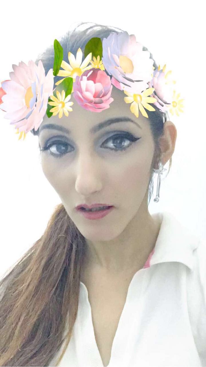 shilpa-ahuja-fashion-blogger-flower-crown-snapchat-filter-effects